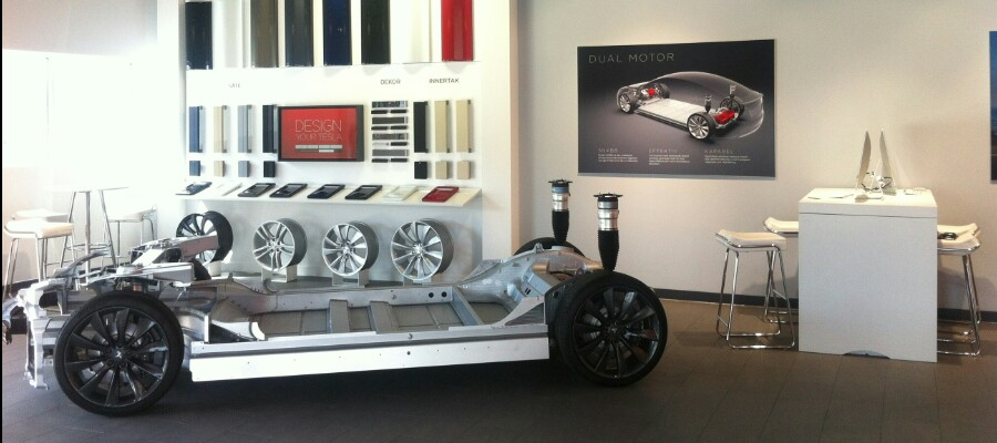 wpid-tesla-showroom-gbg-interior01.jpg.jpg