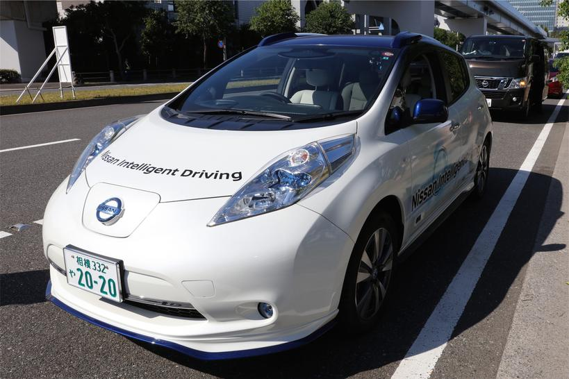 16-nissan-leaf-piloted-drive-prototype