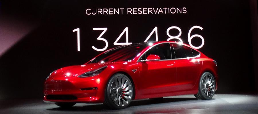 Efter eventet var antal reserverade Tesla Model 3 uppe i 134 486...7...8... bilar, räknaren tickade på snabbt! Sedan dess har nog hundratusen(tals?) till reserverats.