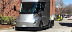 Tesla-Semi-St-Louis-Anheuser-Busch-brewery-sighting_2~01