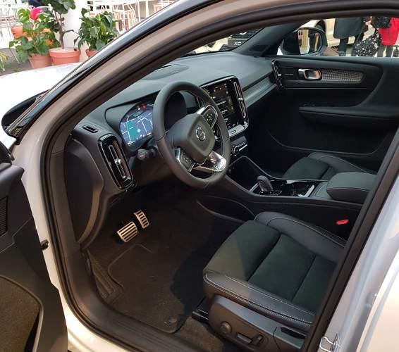 Volvo_XC40_4
